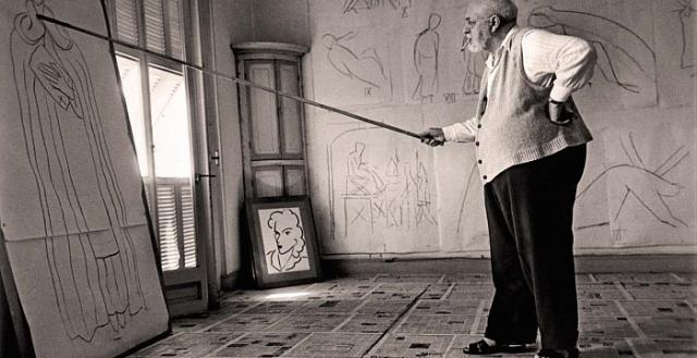 Он был женат, ему было шестьдесят, ей девятнадцать. Она прочитала его объявление на автобусной остановке – художник искал секретаря – пришла и осталась почти на четверть века, до самой смерти художника.