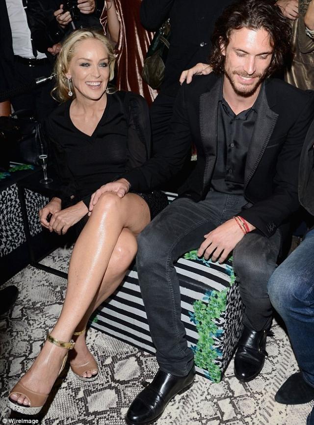 Шэрон Стоун и Мартин Мика (разница - 27 лет). Актриса несколько лет назад была замечена в романтических отношениях с молодой моделью.