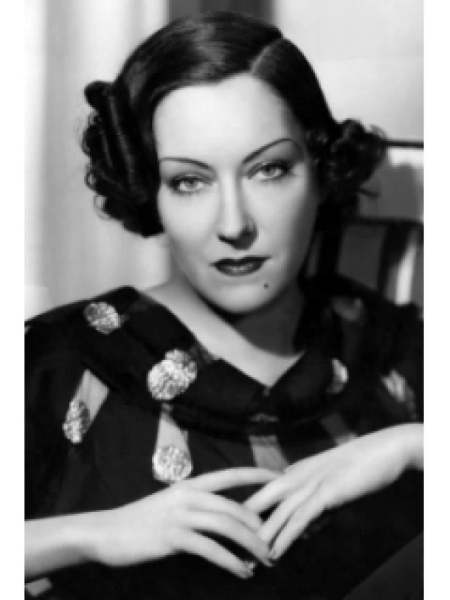 Глория Суонсон, 1899-1983. Судьба Суонсон столь же увлекательна, как и любой фильм с ее участием. Кроме этого, артистка основала свою собственную продюсерскую компанию, и она была одной из немногих кинозвезд своего времени, подписавших контракт на сумму с семью нулями.