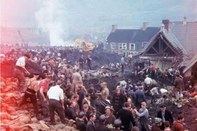 Обрушение в шахтерской деревне Аберфан. Это произшло 21 октября 1966 года в британской деревне Аберфан. Породный отвал обрушился, и под сошедшим оползнем оказались погребены два десятка жилых домов и начальная школа.