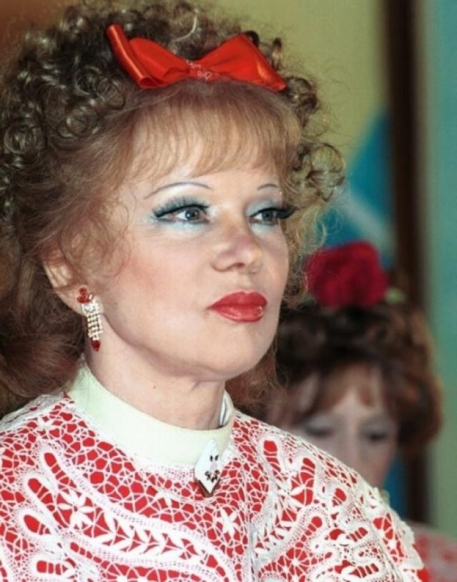 С 90-х годов актриса практически не снималась, а в 2000-е вернулась на телевидение уже в новом экстравагантном имидже.