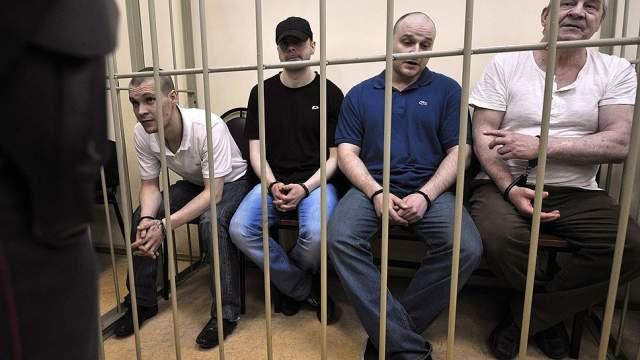В преступлении участвовал пенсионер Николай Савельев (61), его сын Николай (29), а также двое его друзей — Алексей Устимчук (29) и Семен Громов (29).