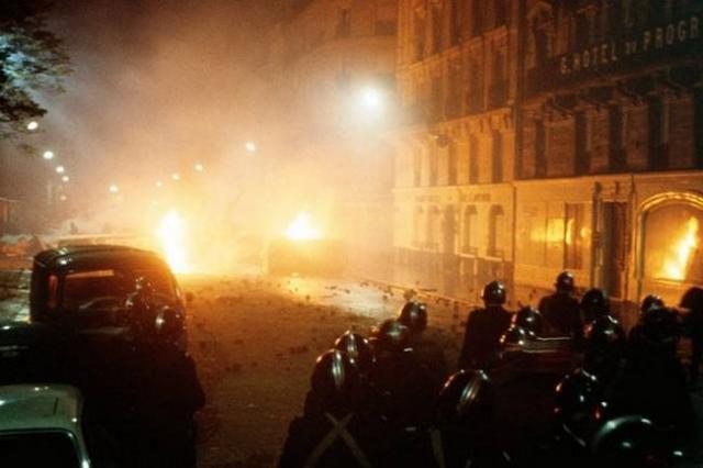 41. Теракты в Париже. В ночь на 14 ноября произошли нападения террористов сразу в шести местах. Теракт стал крупнейшим за историю Франции. Жертвами стали 153 человека.