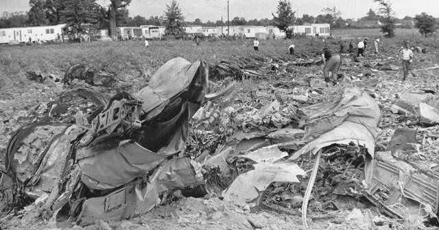 От удара у Piper разрушилась кабина, а McDonnell лишился хвостового оперения, а затем оба рухнули. В катастрофе погибли 83 человека.