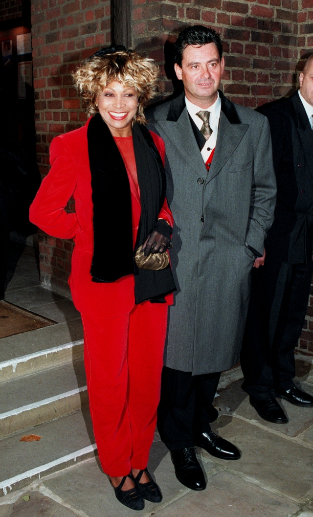 Тина Тернер и Эрвин Бах (разница - 16 лет). В 2013 74-летняя певица вышла замуж за своего 58-летнего возлюбленного, с которым встречалась на тот момент уже 25 лет.