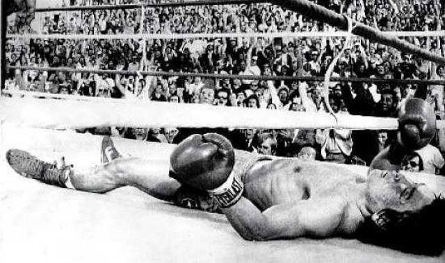 Последним для него стал поединок с американцем Рэем Манчини. 13 ноября 1982 года спортсмены встретились на ринге. Их бой длился долго - в 13 раундах они обменивались ударами. Решающим оказался 14-й раунд, в котором кореец пропустил несколько ударов в голову, а через несколько секунд впал в кому.