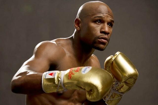 Флойд Мейвезер. Годовой доход непобедимого боксера составляет $300 млн., а за один из боев он получил сразу $150 млн. Не так давно боксер закончил свою карьеру, но на финансовом положении это мало отразилось.