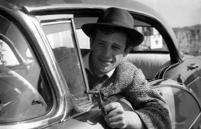 """Бельмондо стал звездой после фильма """"На последнем дыхании"""" (1960), после которого образ бунтаря и неисправимого авантюриста с неотразимой белоснежной улыбкой полюбился публике еще больше."""