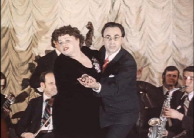 С мужем актриса прожила душа в душу 26 лет, до самой его смерти. Их брак был очень счастливым. Умер Владимир в 1988 году.