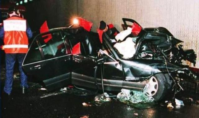 Полтора месяца спустя, 31 августа 1997 года, мир узнал об автомобильной катастрофе в Париже .