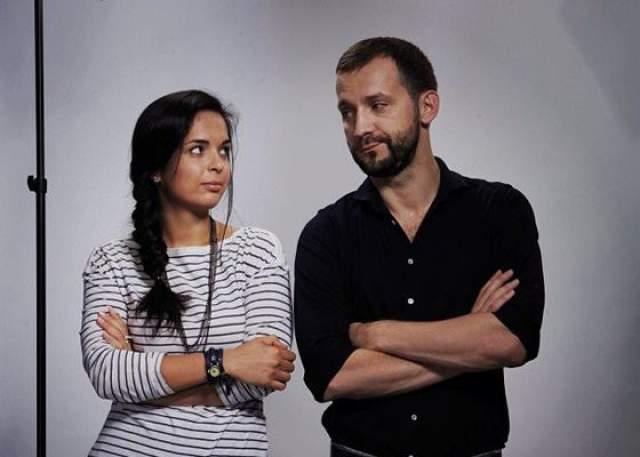 Пресса постоянно пытается подловить Ахмедову на том, что она встречается с коллегой и земляком Русланом Белым, который идеально подходит и по возрасту, и по семейному положению, но Юля говорит, что воспринимает его исключительно как друга.