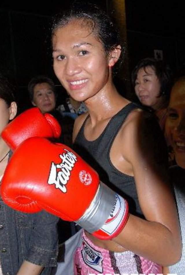Нонг Тум моментально стал национальной звездой и одним из самых популярных бойцов за всю историю тайского спорта. Выяснилось, что он упорно тренируется и дерется для того, чтобы накопить денег на операцию по перемене пола.