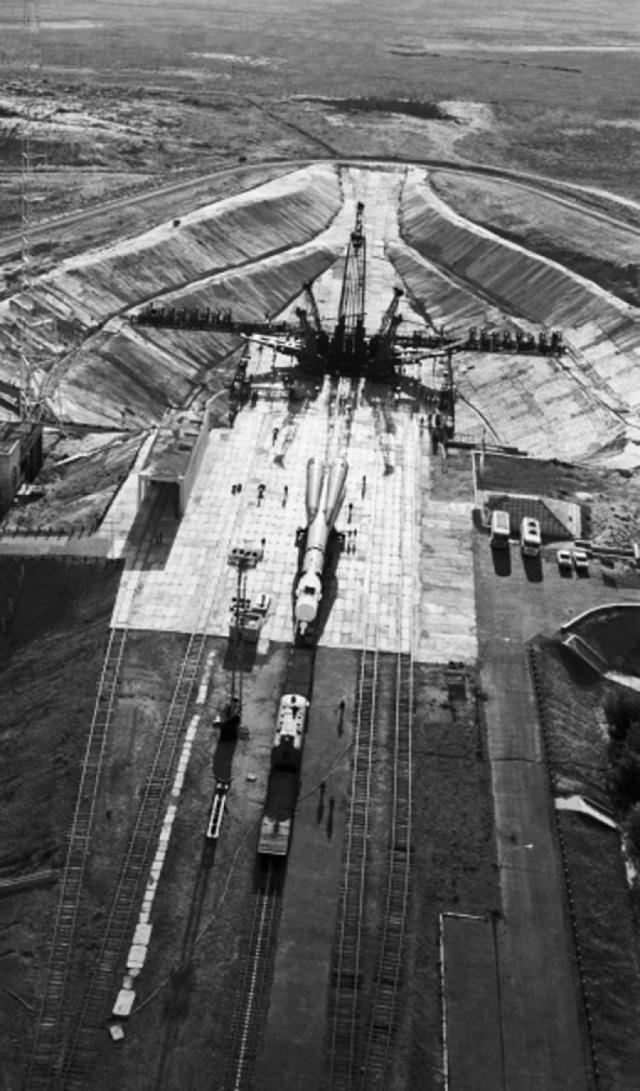 В архивах Роскосмоса также описана необычная история с экипажем космического корабля Союз-18 , случившаяся в апреле 1975 года, которая была засекречена в течение 20 лет.