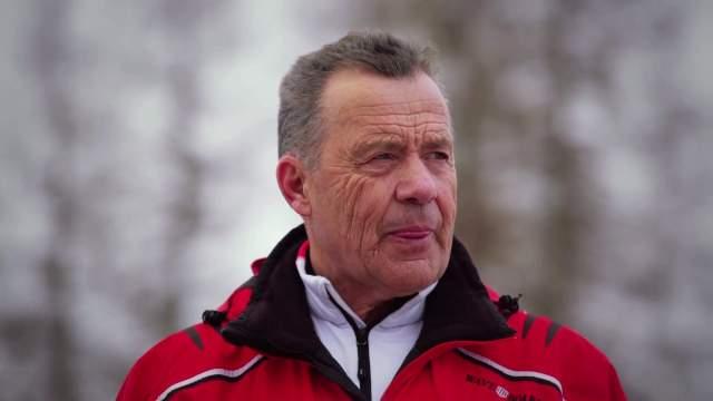 Эрик женился, вырастил дочь, а свою золотую медаль в прямом эфире австрийского ТВ-шоу передал ставшей в 1966-м второй француженке Мариэль Гойтчель. В данный момент возглавляет детскую горнолыжную школу в Австрии.