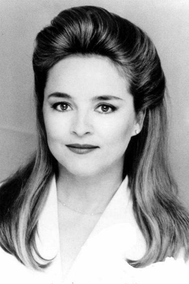 """Робин Мэттсон (Джина Кэпвелл). Исполнительница главной злодейки """"Санты-Барбары"""" Мэттсон четырежды выдвигалась на дневную премию """"Эмми"""", но ни разу получить заветную статуэтку ей не удалось."""