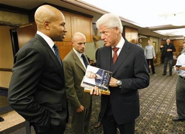 В 2004 году Клинтон опубликовал ответные мемуары, в которых написал, что связь с Левински была основана только на сексуальной почве и ничего общего не имела с чувствами, а те сексуальные акты, которые имели место быть, произошли по инициативе Левински, соблазнившей его.