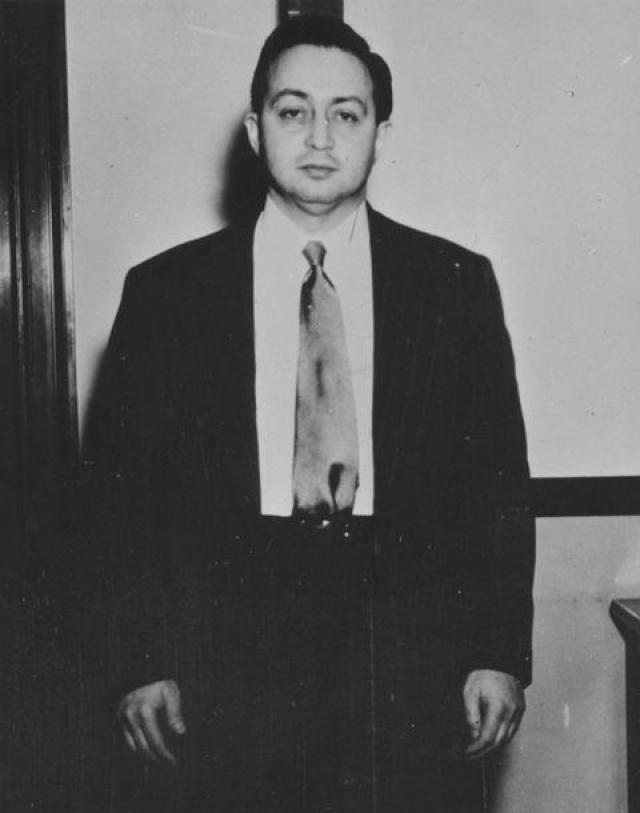 Советский агент в Америке Гарри Голд также дал серьезные показания. Он сказал, что его и Розенберга контролировал советский вице-консул в Нью-Йорке Анатолий Яковлев.