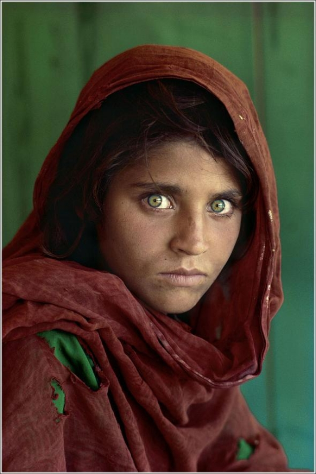 После публикации в июне 1985 года эта фотография становится иконой National Geographic. О том, как сложилась судьба запечатленной на ней девочки - в нашем фоторепортаже.