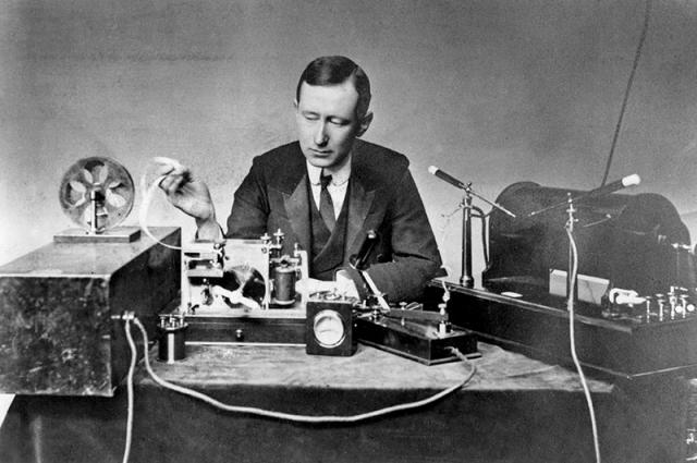 """Зато в 1897 году на """"беспроводное телеграфирование"""" получил патент итальянец Гульельмо Маркони, а в 1909 году - Нобелевскую премию за это изобретение."""