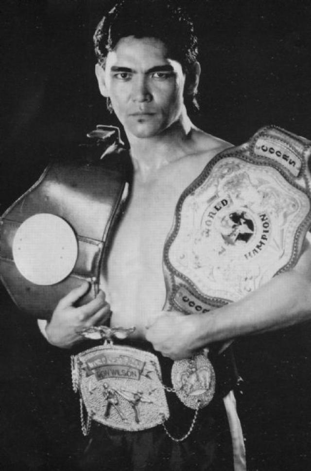 """До своего появления в кино в 1989-м Уилсон """"Дракон"""" выиграл 11 чемпионатов по кикбоксингу. Из 72 боев в ринге 47 он закончил нокаутом, и проиграл лишь в пяти."""