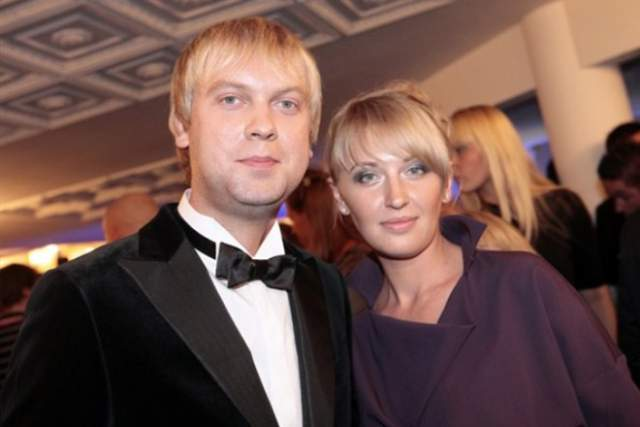 Первой женой была студенческая любовь по имени Юлия, она родила супругу дочь Анастасию в 2008 году.