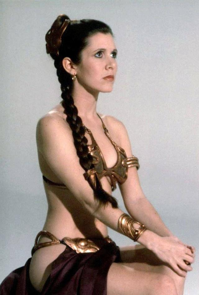"""Керри Фишер. Актриса некогда стала секс-символом всех фанатов """"Звездных войн"""" и гиков по всему миру, исполнив роль принцессы Леи."""