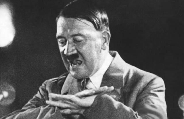 Адольф Гитлер Фюрер Третьего Рейха имел весьма неожиданное хобби. Он любил смотреть мультипликационные фильмы, и делать художественные зарисовки диснеевских персонажей.
