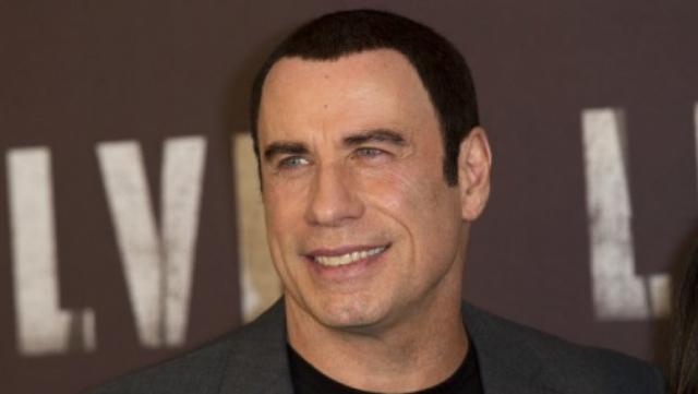Джон Траволта. Многие давно заметили, что с волосами актера происходит нечто странное: его прически изменялись весьма внезапно.