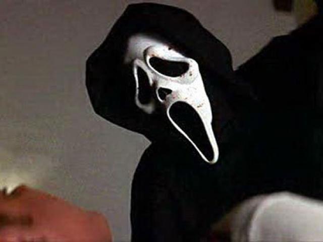 """""""Крик"""" . Характерная маска маньяка """"Призрачное лицо"""" из серии фильмов, пожалуй, знакома каждому."""