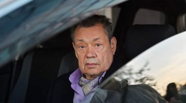 Николай Караченцов, 73 года. В ночь на 28 февраля 2005 года Volkswagen Passat B5 на обледенелой дороге Мичуринского проспекта в столице потерял управление. За рулем авто находился знаменитый российский и советский актер.