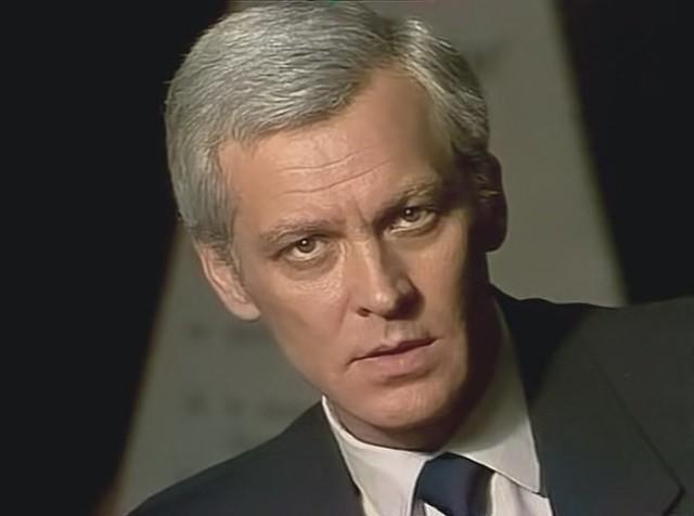 Актер вынужден был пойти работать на стройку подсобным рабочим – таскал мешки и кирпичи, из-за чего в итоге у него открылась язва. Владимир Ивашов умер в ночь на 23 марта 1995 года в 1-й Градской больнице на 56-м году жизни.