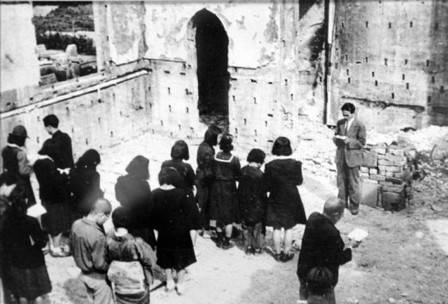 Протестантская служба на обломках протестантской церкви Нагарекава.