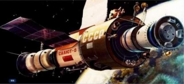 Некоторые неожиданности, подстерегавшие пионеров космоса на орбите, связаны вовсе не с оборудованием. Многие вернувшиеся с орбиты советчике космонавты рассказывали о неопознанных летающих объектах, появлявшиеся вблизи земных космических аппаратов, и ученые до сих пор не могут дать объяснение этому феномену.
