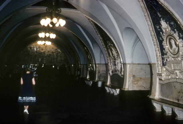 Зал метро.