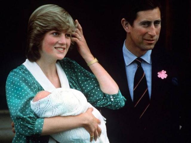 Радостью для Дианы стало рождение детей. В 1982 и 1984 родились сыновья - принцы Уильям и Гарри (Генри) Уэльские, которые являются следующими в очереди наследования британской короны после своего отца.