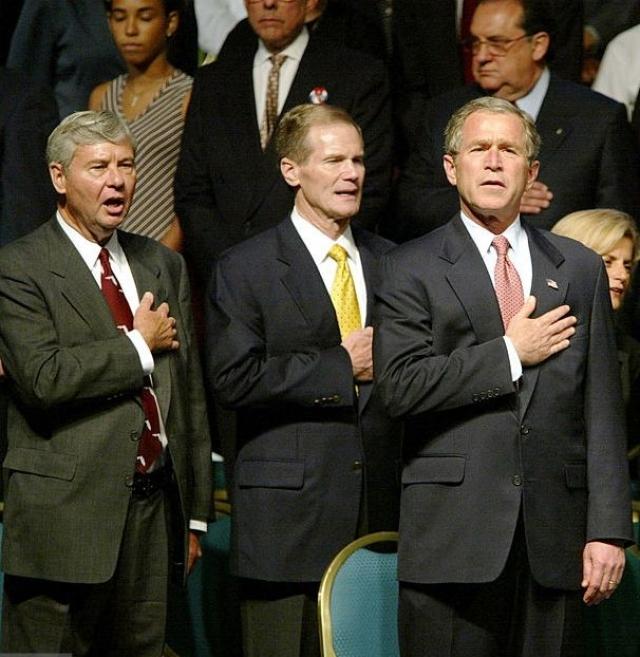 """Буш никогда не скрывал восхищения собственной страной. """"Мы - самая великодушная нация в мире, - заявлял президент. - Мы очень великодушны. Я горжусь тем, что мы так великодушны. Но, несмотря на наше великодушие, мы не должны кичиться нашим великодушием""""."""