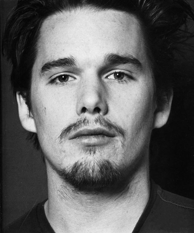 """Позже его амплуа изменилось, в фильме """"Тренировочный день"""" в 2001 году удостоилась номинации на премию """"Оскар"""" за роль второго плана. В 2004 году Хоук вместе со своими соавторами номинировался на """"Оскар"""" за лучший сценарий к фильму """"Перед закатом""""."""