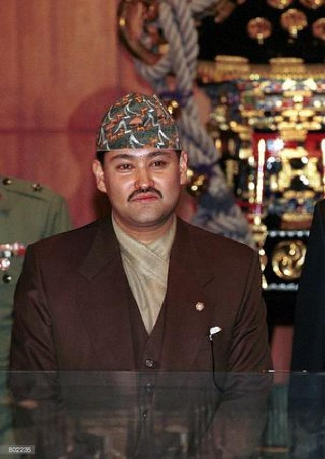 После убийства своего отца де-юре Дипендра три дня (до своей смерти) был королем Непала.