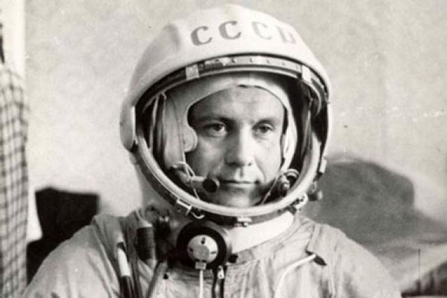 """Второй полет в космос совершил в 1974 году на космическом корабле """"Союз-14"""" как командир первого экипажа. 5 июля корабль совершил стыковку со станцией """"Салют-3"""", которая находилась на орбите с 25 июня. Совместный полет продолжался 15 суток."""