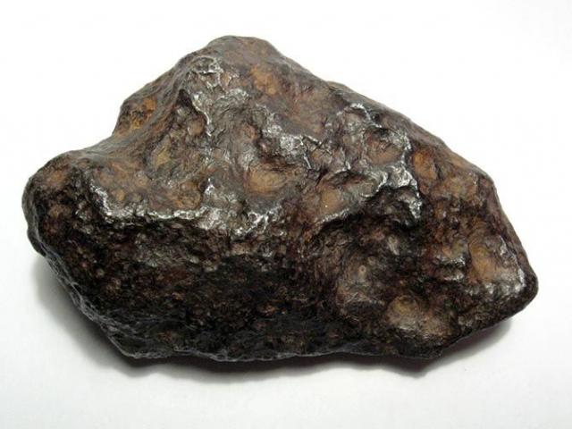 10. Метеорит Ченге Чинге — железный метеорит-атаксит весом 250 килограммов. Он был найден на реке Ургайлык-Чинге в Тувинской автономной области в 1912 году. Осколки метеорита нашли охотники за золотом.
