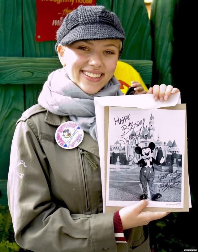 Свой 20-ый День рождения Скарлетт отметила в Диснейленде.