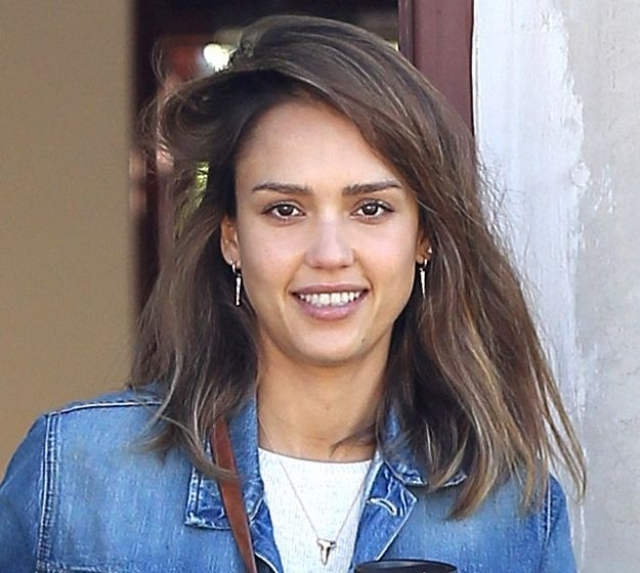 Джессика Альба. Красавица-актриса хороша и без грамма косметики.