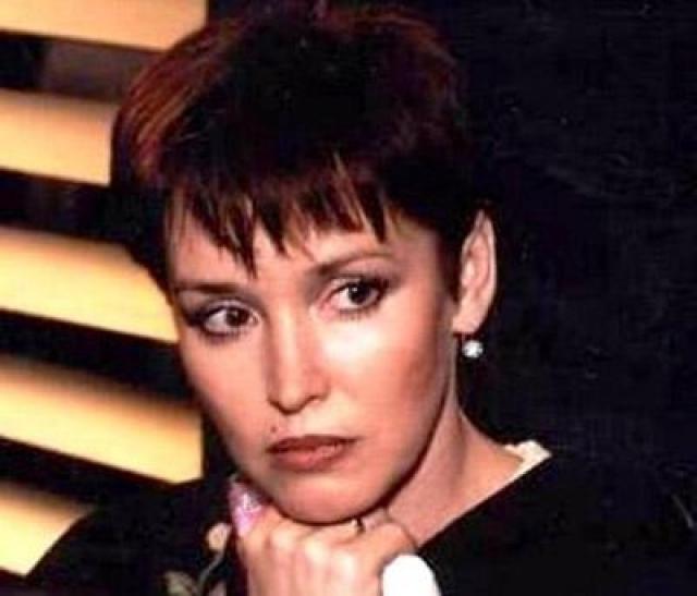 Анна Самохина (47 лет). В конце ноября 2009 года актриса из-за внезапных болей в желудке решила пройти гастроскопию. 26 ноября 2009 года врачи диагностировали у Самохиной рак желудка в последней, терминальной (IV) стадии.