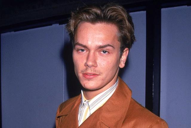 Ривер Феникс. Актер скончается в ночь Хэллоуина 1993 года от передозировки, спустя несколько часов после того, как было сделано это фото.