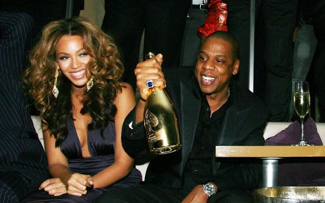Jay Z. Супруг исполнительницы не отстает от нее и однажды позволил себе купить несколько бутылок эксклюзивного шампанского за $250 000.