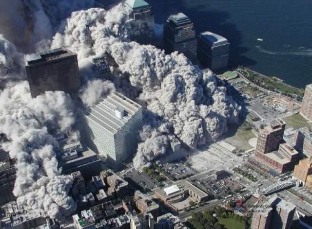 С момента освещения терактов 11 сентября в СМИ возникло множество спекуляций о том, что за атаками стоит Усама бен Ладен. Спустя всего несколько часов после атак ФБР назвало имена подозреваемых террористов (а также множество других деталей, включая даты и места рождения и проживания, номера банковских счетов и т.д.)
