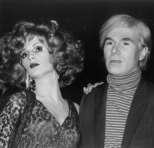 """Кэнди Дарлинг. Энди Уорхол """"открыл"""" миру актрису, известную впоследствии как """"суперзвезда Энди Уорхола"""", Кэнди Дарлинг. До появления в щоу-бизнесе это был Джеймс Лоуренс Слэттери."""