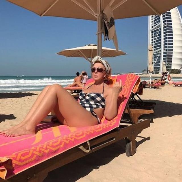 Любовь Успенская. В свои 62 звезда шансона продолжает публиковать в соцсетях фото в купальнике.