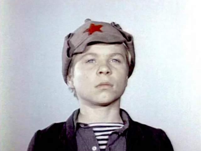 """Владимир Дичковский, """"Кортик и бронзовая птица"""" (1974). Попал в фильм случайно: в школу, где он учился, пришёл ассистент режиссёра и сфотографировал всех ребят из его класса. Постановщик утвердил его на роль Генки Петрова."""