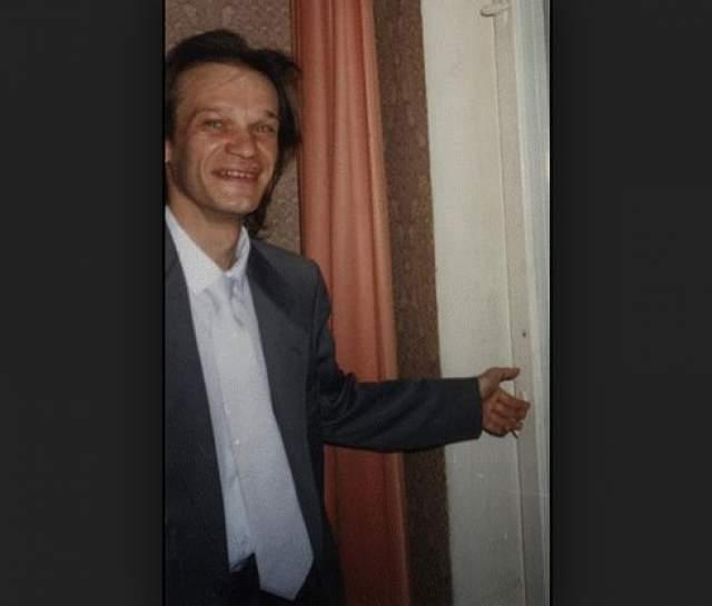 """Музыку он не бросал и иногда принимал участие в проектах """"Любэ"""" и """"Иванушки International"""" своего бывшего сокурсника Игоря Матвиенко. В 32 года Сергей заболел закрытой формой туберкулеза и получил вторую группу инвалидности, затем последовала пневмония и сердце не выдержало таких нагрузок: Парамонов скончался от острой сердечной недостаточности."""